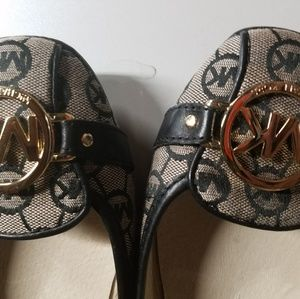 Michael Kors Black Tan shoes Flats Size 10 M . Con